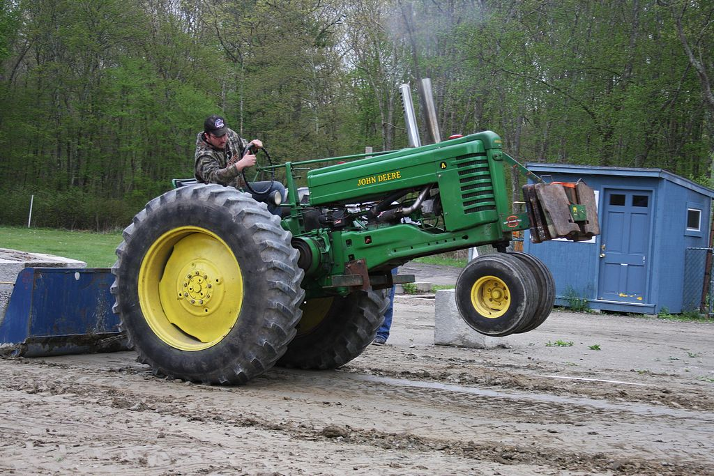 neatta_saturday_evening_farm_tractor_pull68