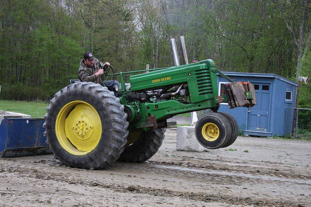 neatta_saturday_evening_farm_tractor_pull69