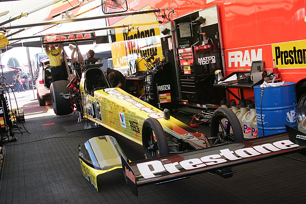 nhra-winternationals-behind-the-scenes-2012-061