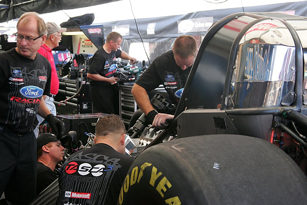 nhra-winternationals-behind-the-scenes-2012-072