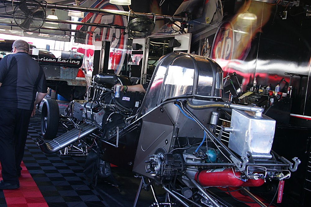 nhra-winternationals-behind-the-scenes-2012-073