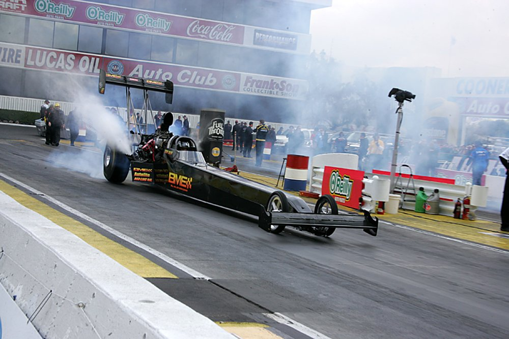 nhra-winternationals-pro-stock-funny-car-top-fuel-action-saturday-2012-042