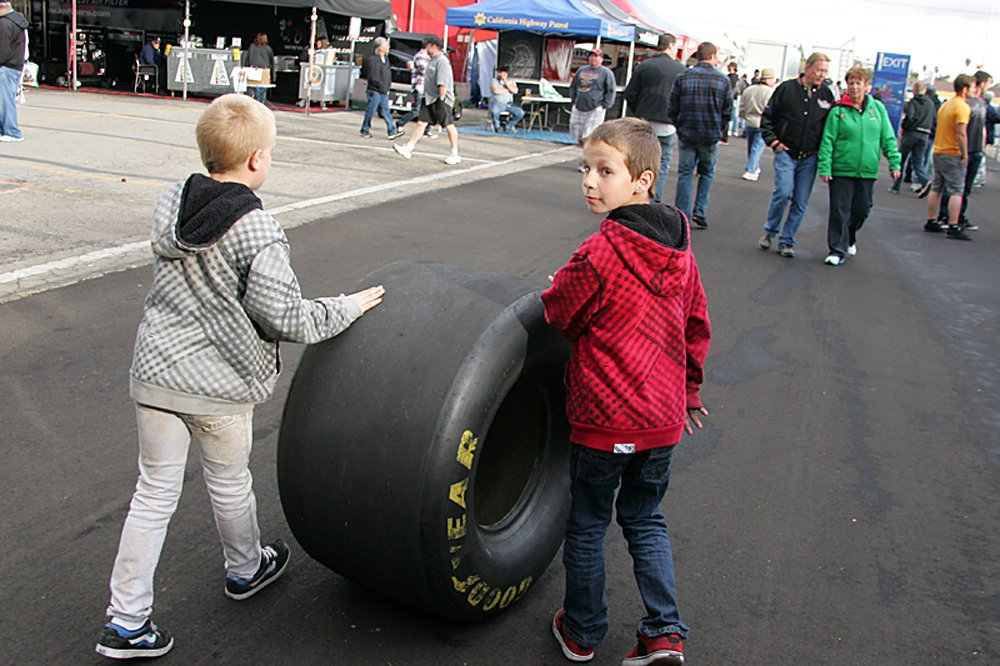 nhra-winternationals-behind-the-scenes-saturday-2012-093