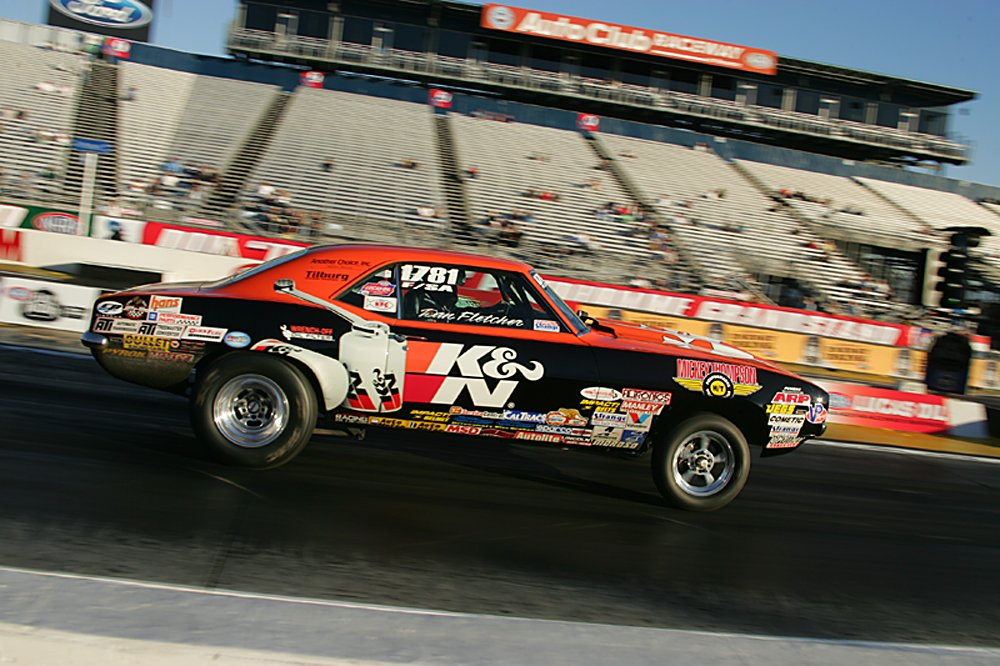 nhra-winternationals-wheelstanding-doorslammers-2012-055