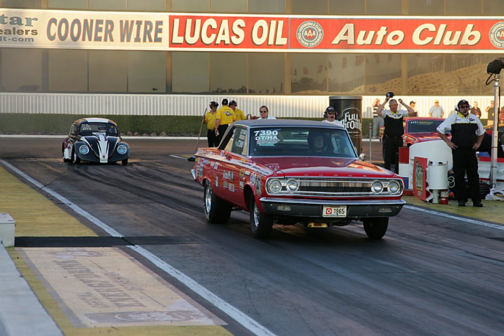 nhra-winternationals-wheelstanding-doorslammers-2012-059