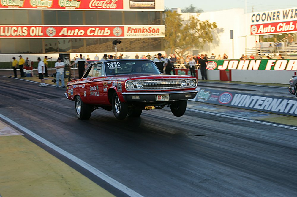 nhra-winternationals-wheelstanding-doorslammers-2012-060