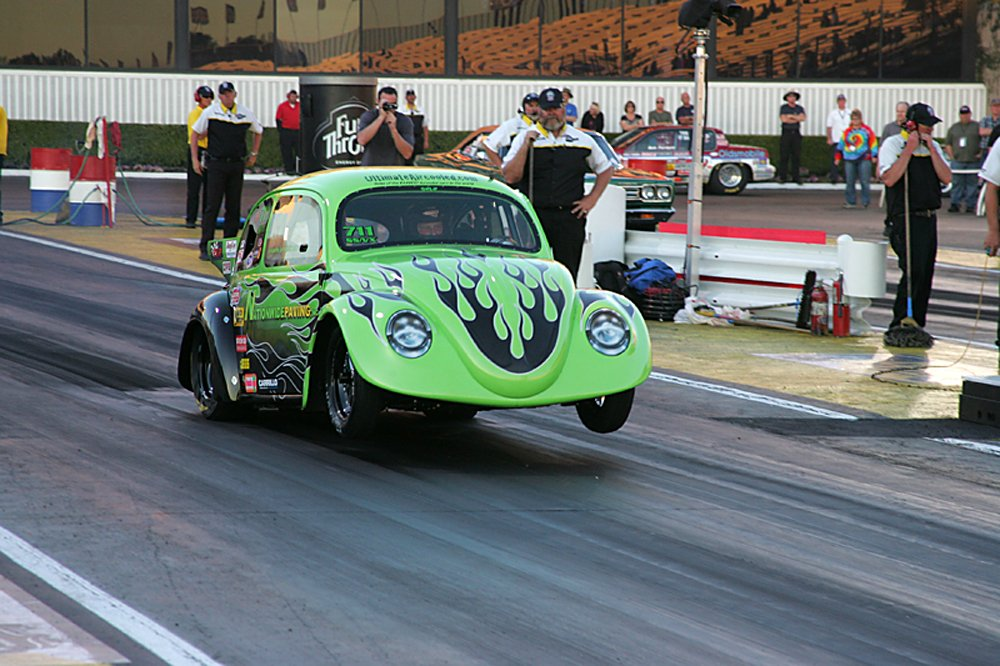 nhra-winternationals-wheelstanding-doorslammers-2012-074