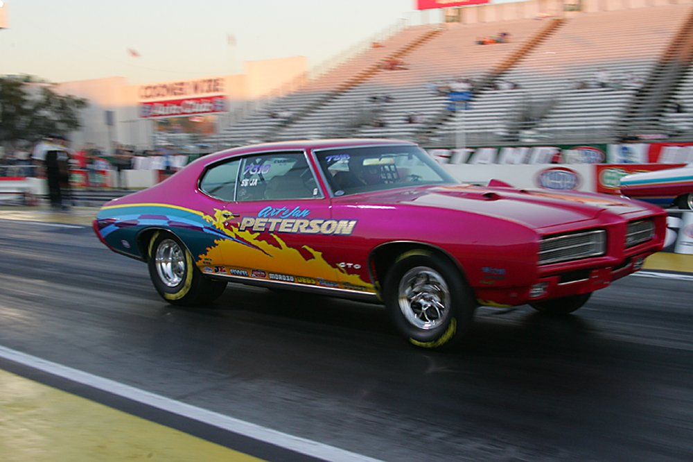 nhra-winternationals-wheelstanding-doorslammers-2012-085
