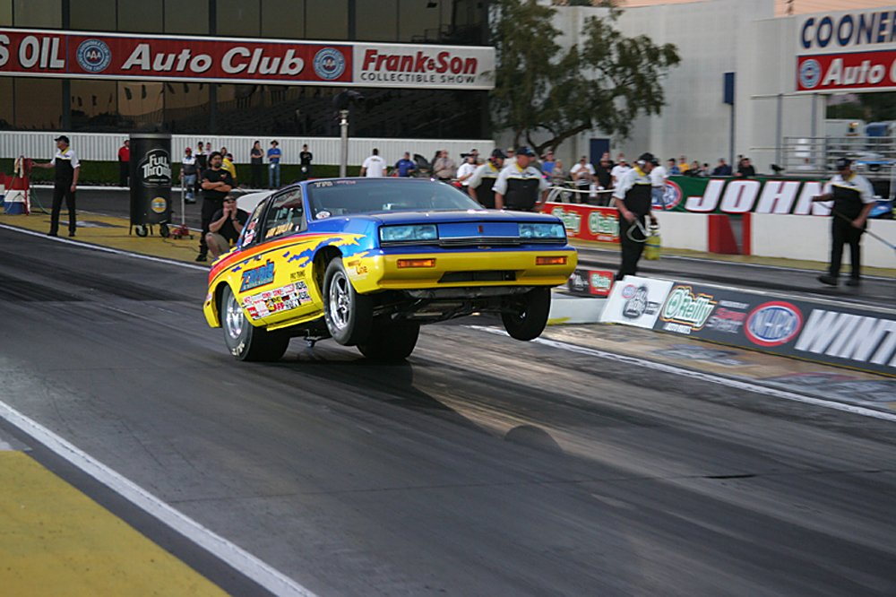 nhra-winternationals-wheelstanding-doorslammers-2012-099