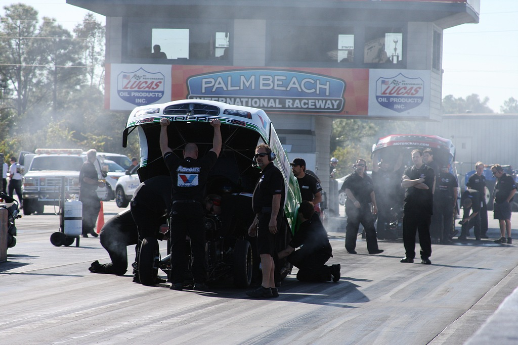 pro_winter_warm_up_2012_funny_cars_thursday053