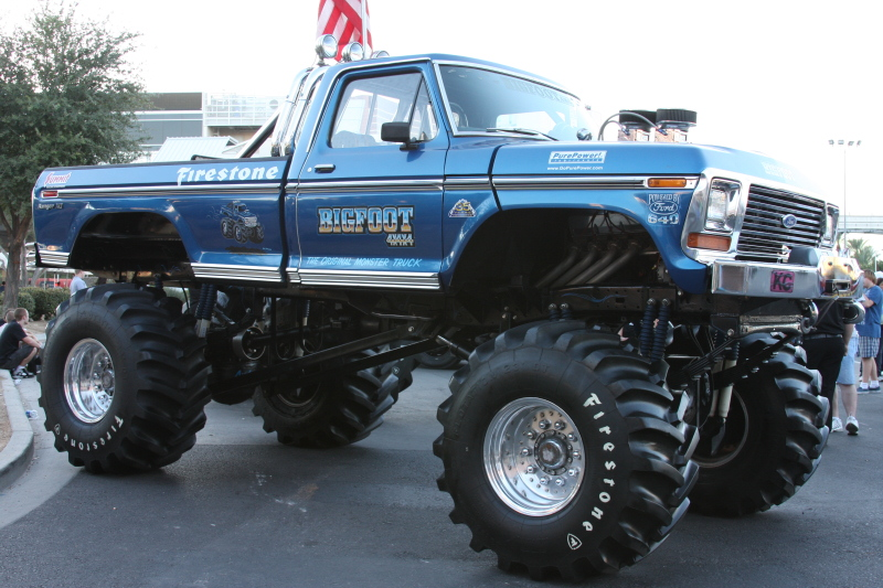 big truck rc with Bigfoot The Original Monster Truck on Watch likewise Beautiful Girls And Dirty Jeeps further Best Rc Cars Beginners furthermore Bigfoot the original monster truck moreover Pump Action Garbage Truck 203809000.