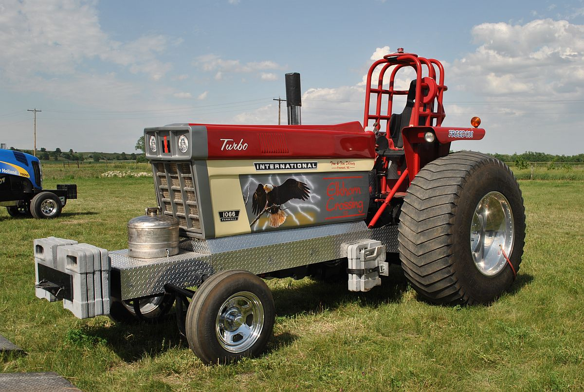 outlaw truck and tractor pulling association 39 s thunder in the dirt. Black Bedroom Furniture Sets. Home Design Ideas