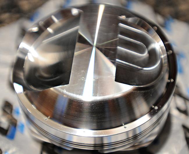 Kawasaki  Cylinder  Heads And Pistons