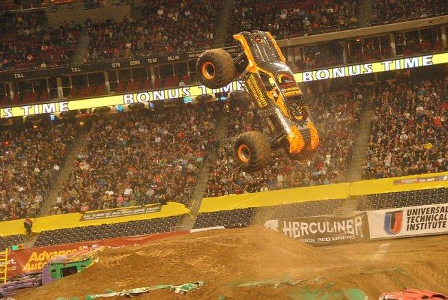 BangShiftcom Smash Em Crash Em Gallery Monster Jam Action Photos - Monster car show houston tx