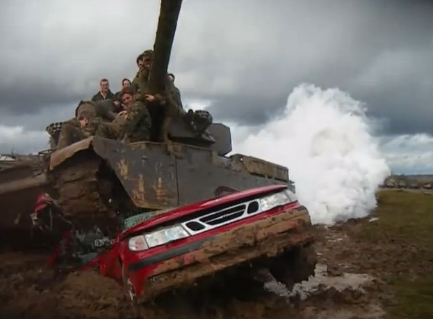 Screaming Tank Video: A British Chieftain Tank Bounces Off the Red Line