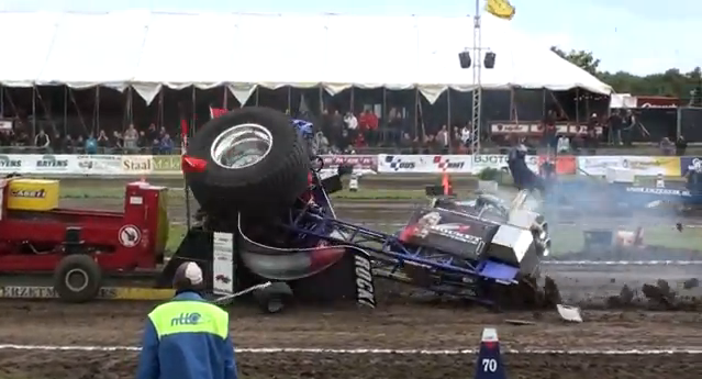 Garden Tractor Pulling Crashes : Tractor pulling