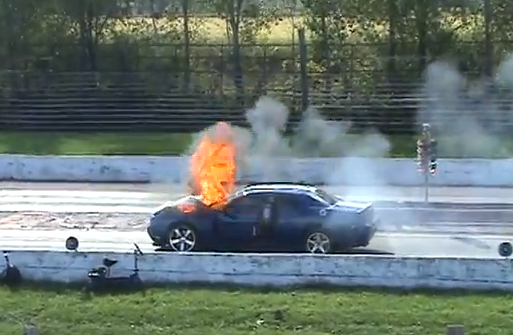 Explosivo Video: A Late Model Challenger Suffers A Big Nitrous Explosion  And Major Fire U2013