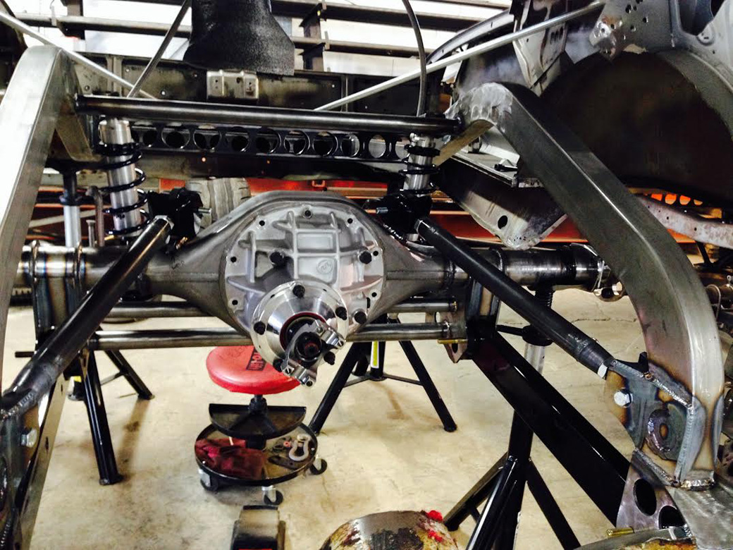 Project Violent Valiant Update: The Rear End Get Mounted, Cool Suspension Stuff Galore!