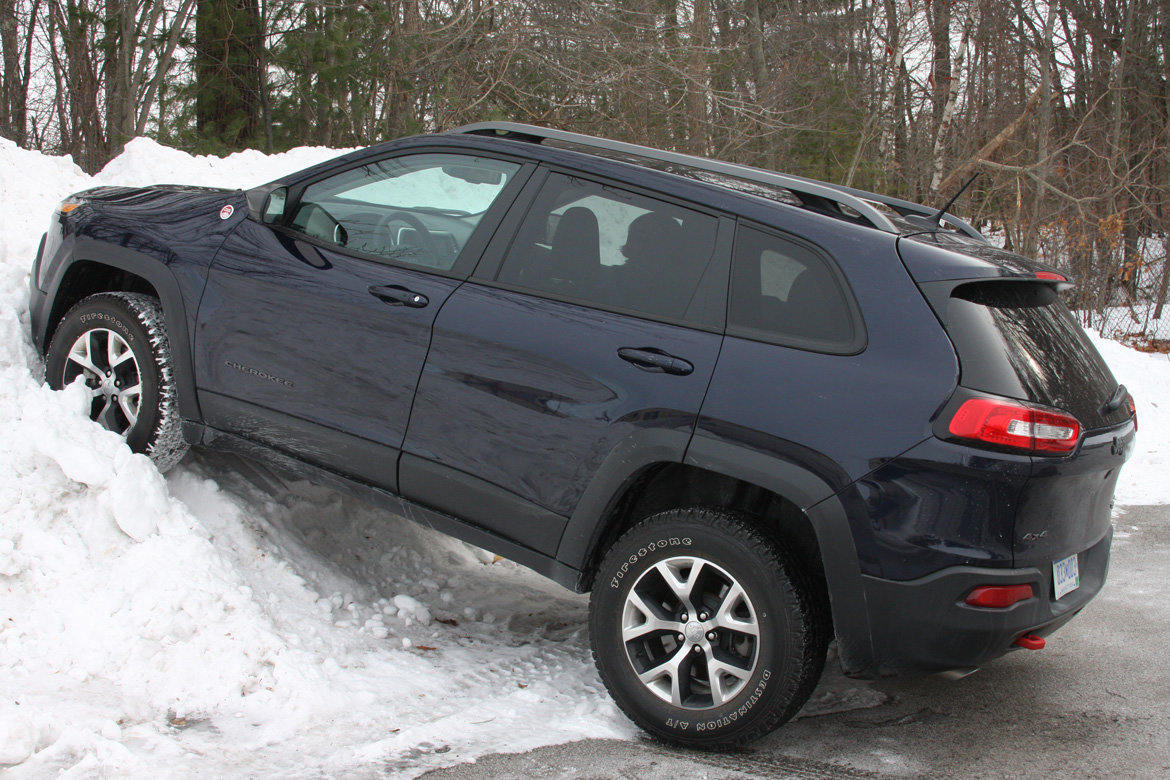 the 2014 jeep cherokee trailhawk functional fun but wtf why the face. Black Bedroom Furniture Sets. Home Design Ideas