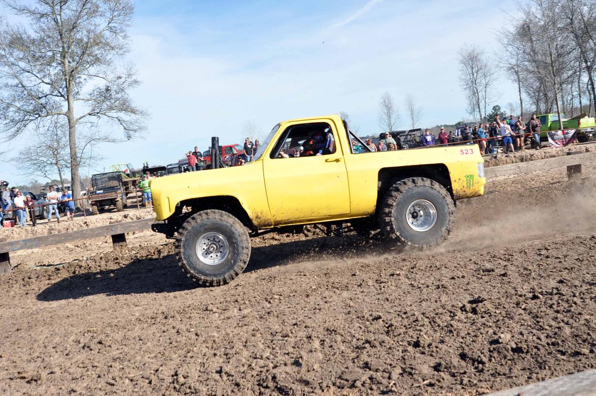 more dirt slinging mud sloggin 39 action from dirty gras 2014 huge trucks in the. Black Bedroom Furniture Sets. Home Design Ideas