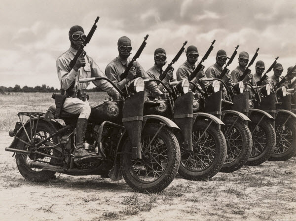 VIDEO – WWII Army Motorcycle Dispatch Riders Had Brass Balls