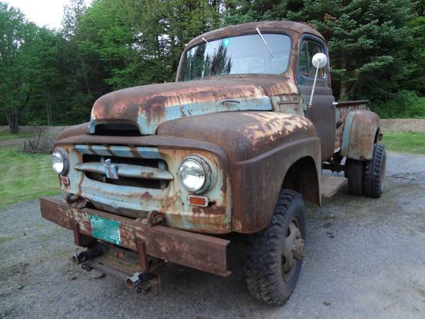Craigslist find a huge rusty and awesome 1955 international 140