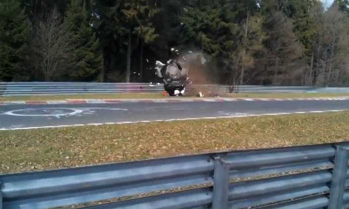 Watch a Honda CRV Wreck in Horrifying Fashion on the Nürburgring