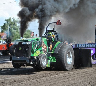 outlaw truck and tractor pulling association thunder in the dirt big tractors awesome trucks. Black Bedroom Furniture Sets. Home Design Ideas