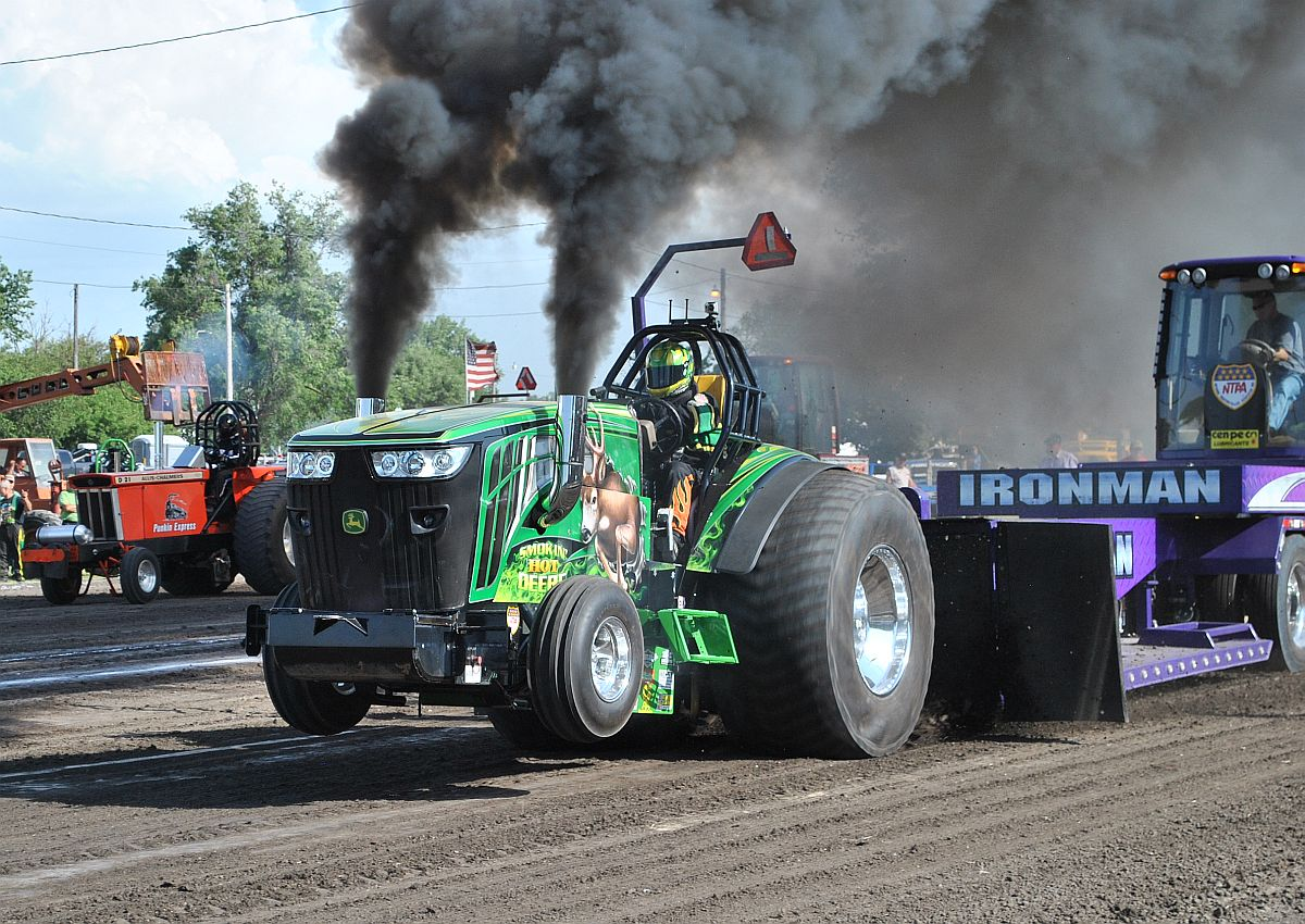 Outlaw-Truck-and-Tractor-Pulling-Association-Thunder-in-the-Dirt036.jpg