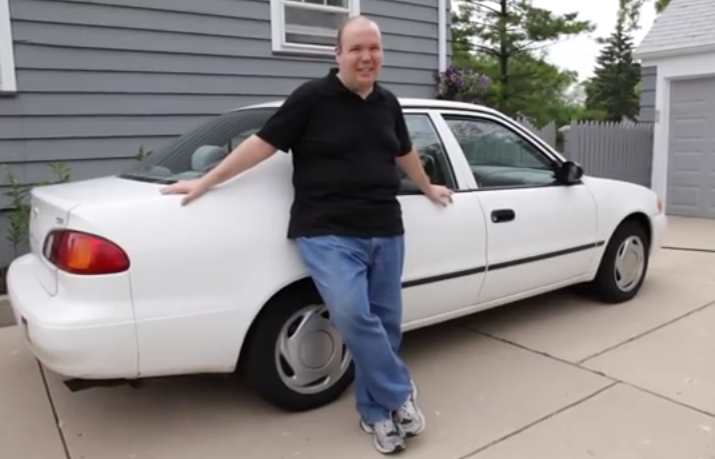 Check Out This Hilarious Review Of The 2000 Toyota Corolla-Accurate And Sarcastic, All In One!