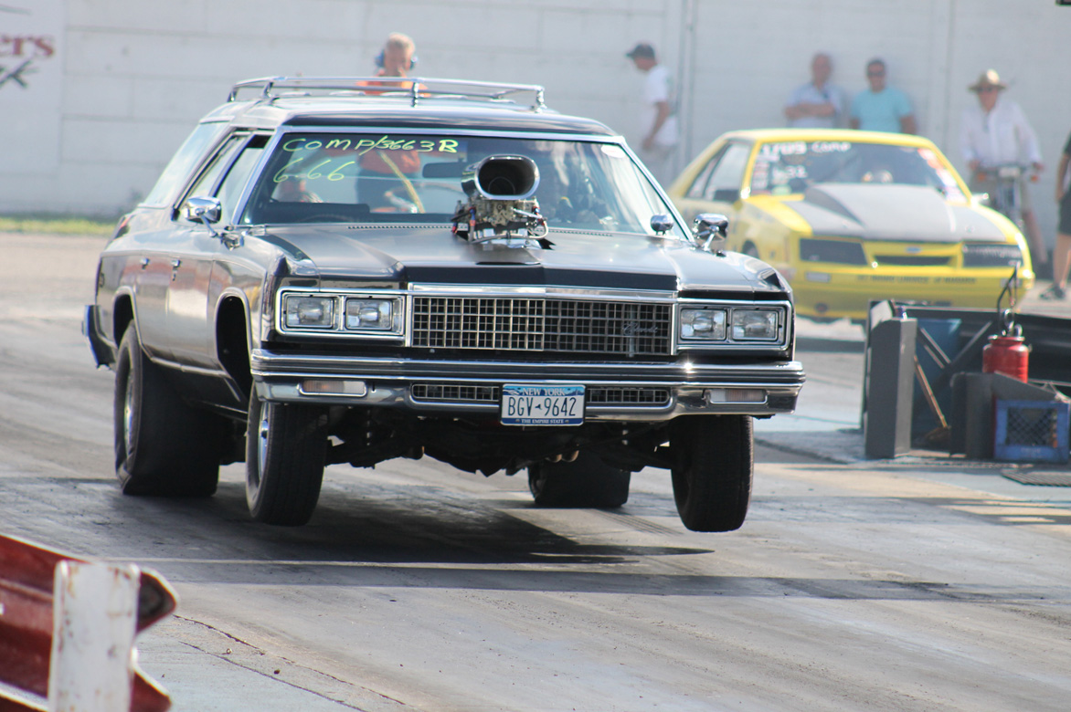 Drag Action Gallery: Wheels Up, Tire Smoking Fun At the Sunday Niagra Nostalgia Drags and Reunion In New York