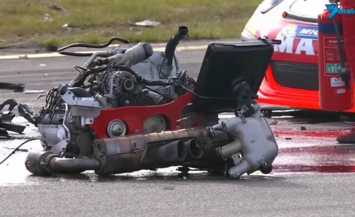 Watch A Porsche's Engine Get Ripped Completely Out Of A Car During An Aussie Road Racing Event