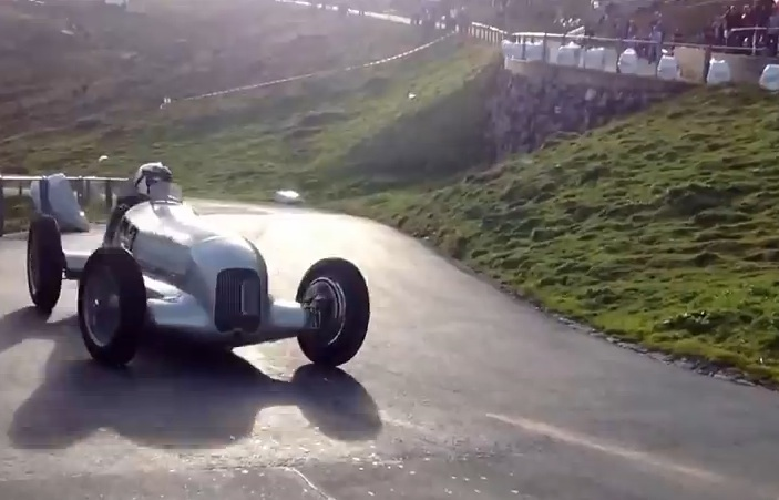 The Supercharged 8-Cylinder 1934 Mercedes W25 Grand Prix Car Has A Rip-Roaring Scream You Won't Believe (Video)