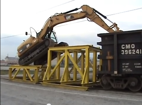 Classic YouTube: This Caterpillar 319D Can Get Into A Rail Car Fine All By Itself