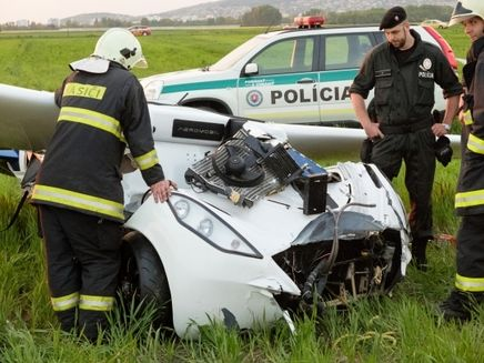 Aeromobile Flying Car >> BangShift.com Back To The Drawing Board: AeroMobile Prototype Flying Car Crashes In Slovakia ...