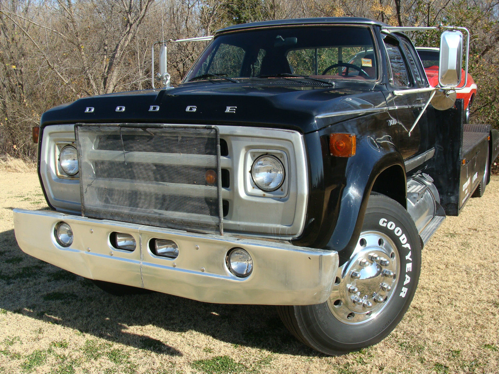 this 1977 dodge d700 ramp truck is a knockout big block power built by cotton. Black Bedroom Furniture Sets. Home Design Ideas