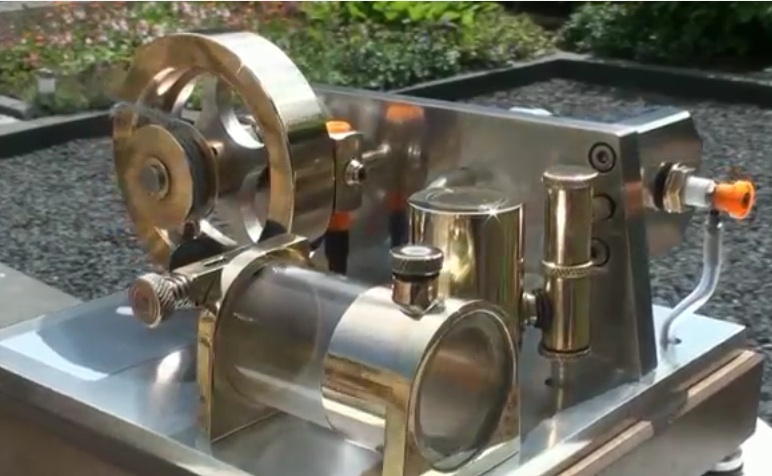 Watch This Small Two Stroke Engine With A Glass Cylinder Run – VISIBLE COMBUSTION!