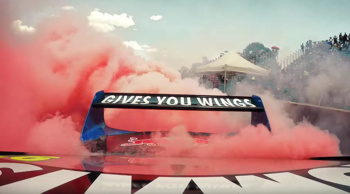 Jamie Whincup Takes His Australian V8 Supercar And Enters An Aussie Burnout Contest. It's Awesome!