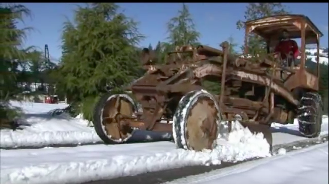 Take A Tour Of This 86 Year Old McCormick-Deering Grader That Still Plows Snow In Oregon