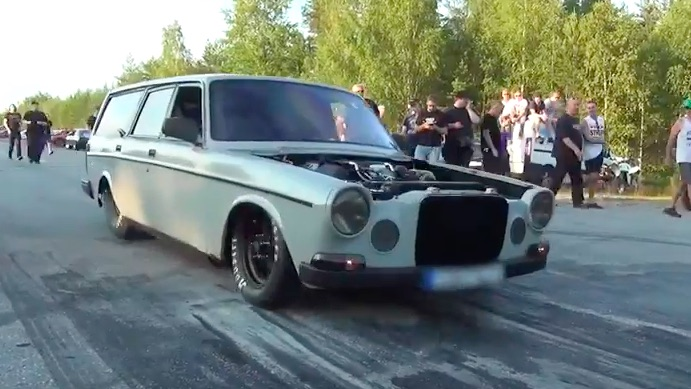 Watch This Nasty Volvo Wagon Dominate A Drag Race In Sweden – LS7 And A Big Single