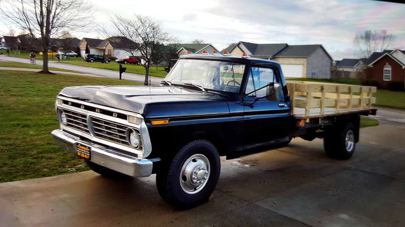 work truck greatness this 1973 ford f350 is the parts hauler dream. Black Bedroom Furniture Sets. Home Design Ideas