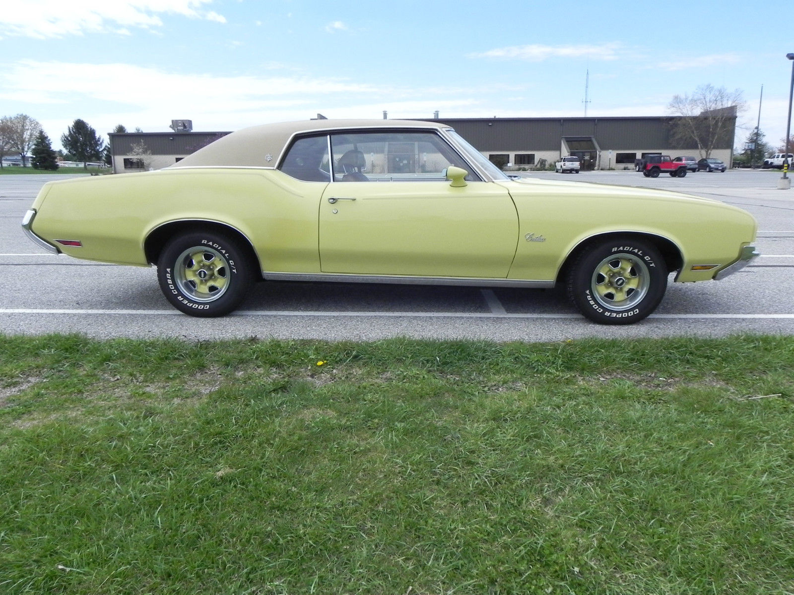 Ebay find this 1972 oldsmobile cutlass supreme is a cool non muscle cruiser