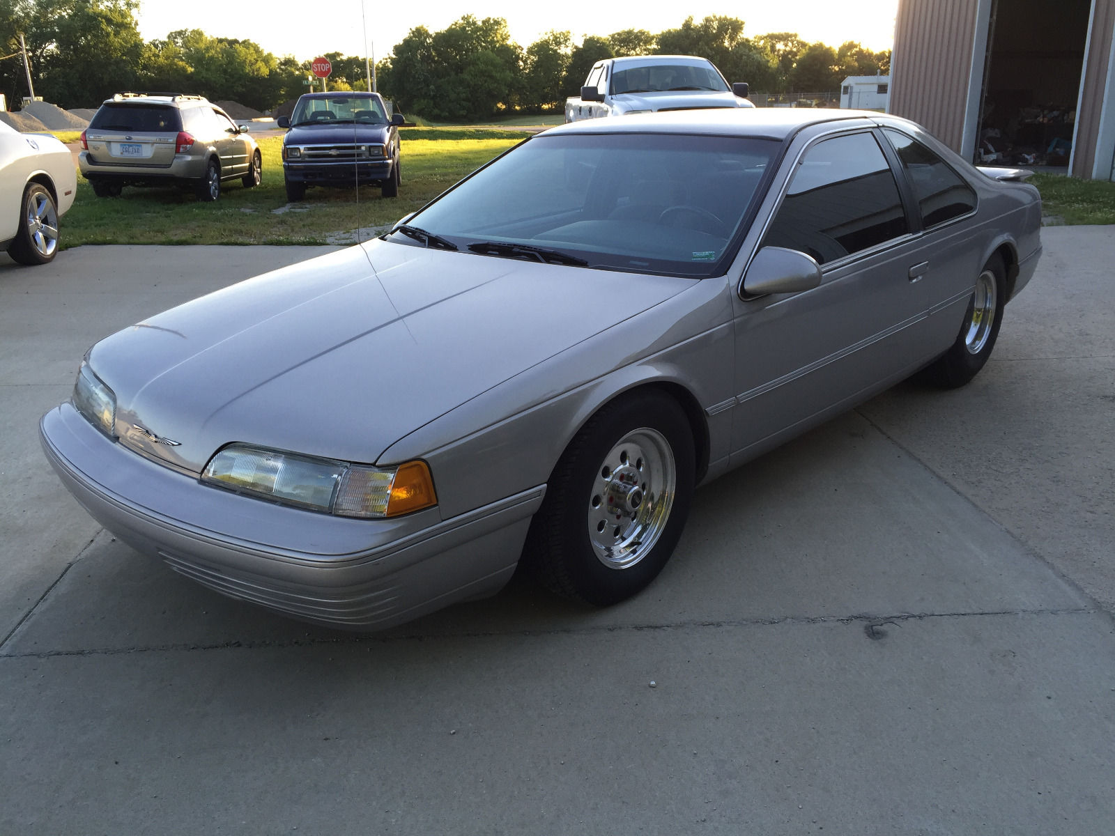 This 1991 Ford Thunderbird Can Do The Job