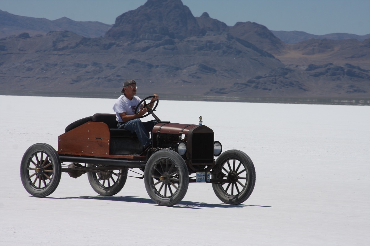 Bonneville Speed Week 2016: Hot Rods and Cool Non-Racing Vehicles On The Salt