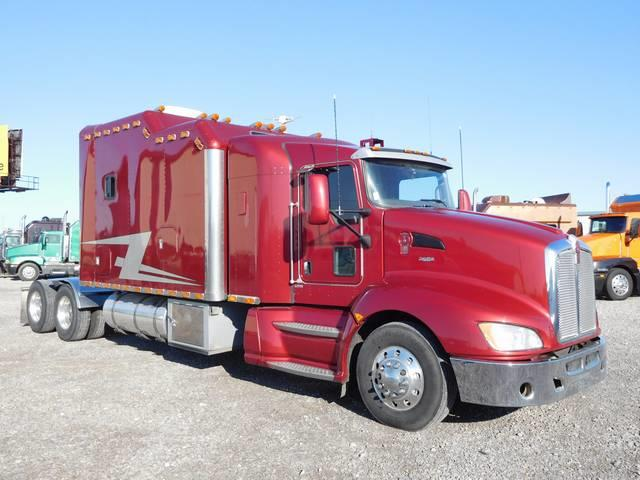 Luxo-Rig! This Kenworth Has One Of The Most Awesome Rolling Apartments We've Ever Seen On Its Back
