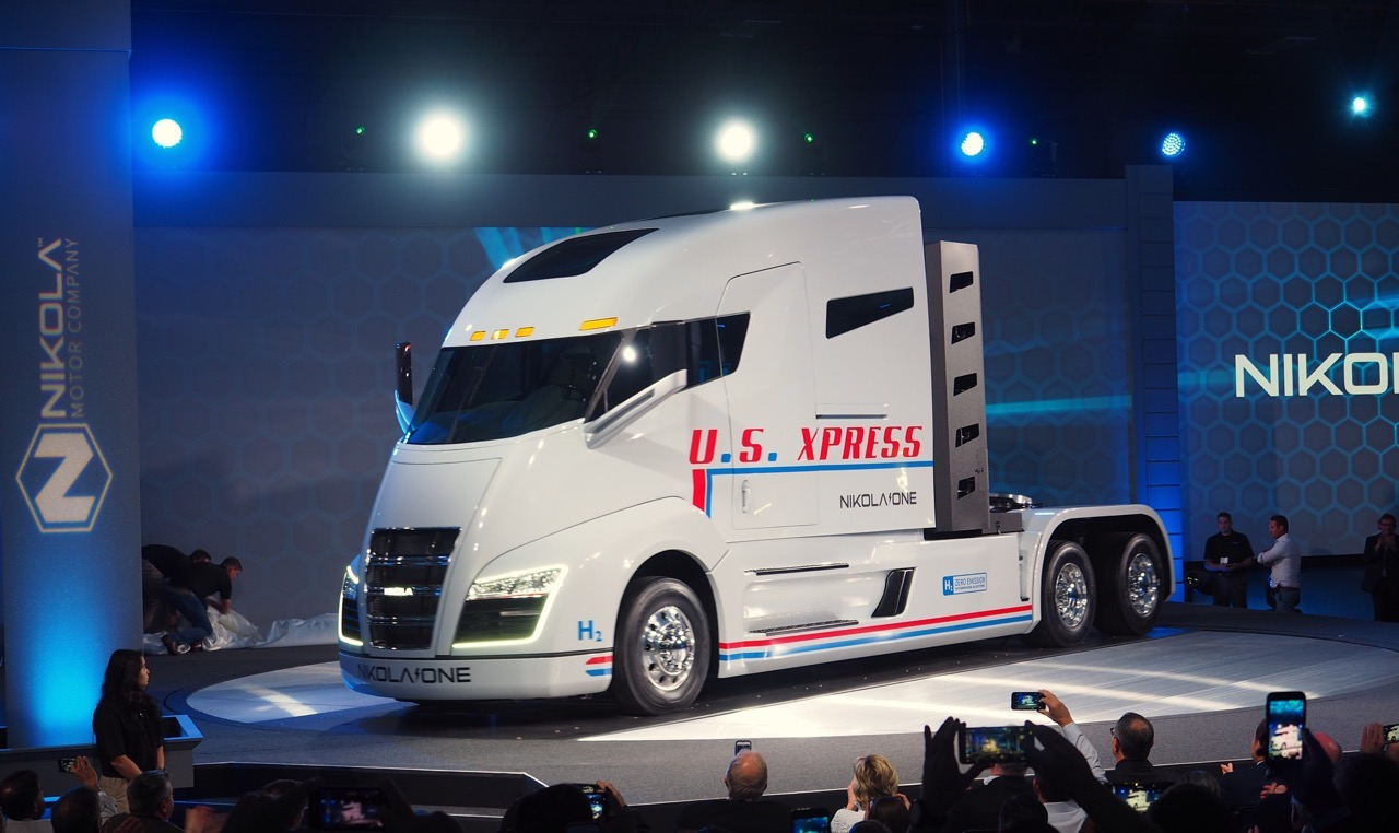 Unveiled: The Nikola One Hydrogen-Electric Semi Tractor