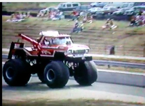 When The Trucks Were Trucks! Big Tow and Knight Stalker ON Byron Dragway!