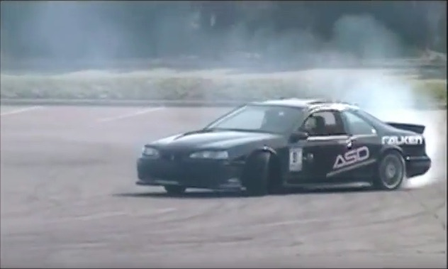 We Never Expected To See A 1990s Ford Thunderbird Drifting, But This Rules!