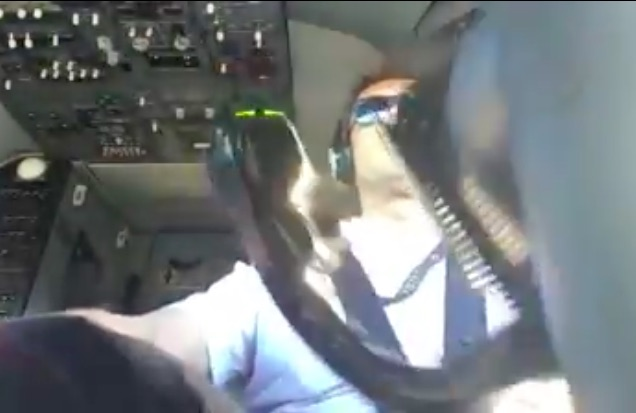 Earning That Pay: Watch This 737 Pilot Work The Hell Out Of The Flight Controls On Landing!