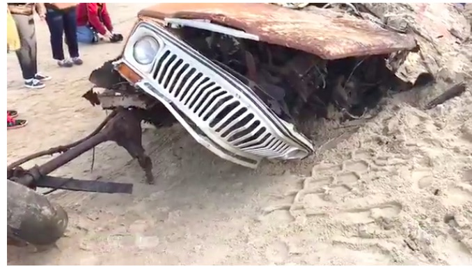 As It Turns Out, A Jeep That Spent 40 Years Under A Sand Dune Looks As Bad As You'd Expect